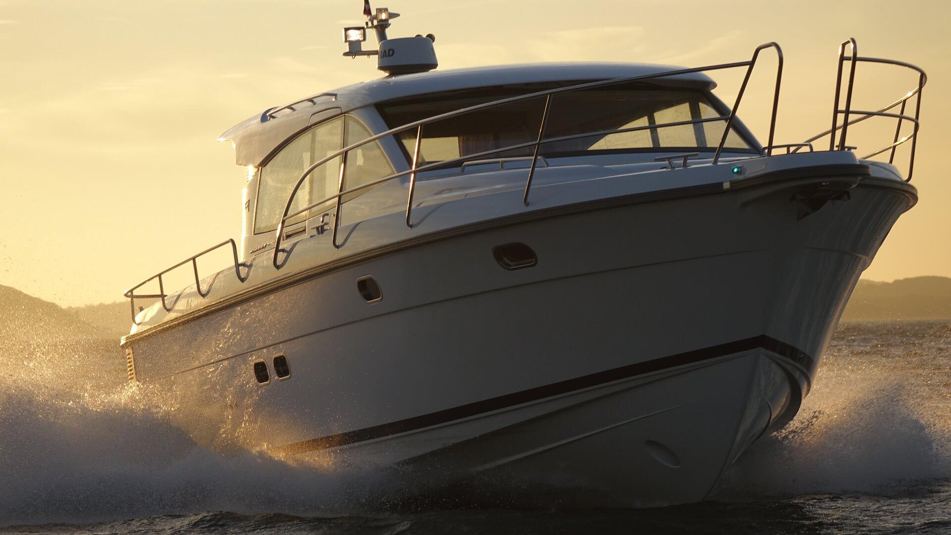 motor-yacht-634925_1920(1)